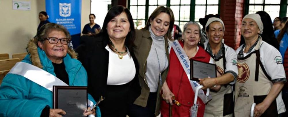 La empresa de Energía de Bogotá y el IPES realizaron homenaje a fundadoras de la Plaza La Perseverancia