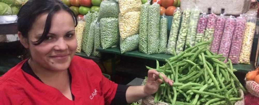 Claudia Suarez: pasó de arreglar las verduras a ser una de las mejores vendedoras de la plaza 7 de Agosto