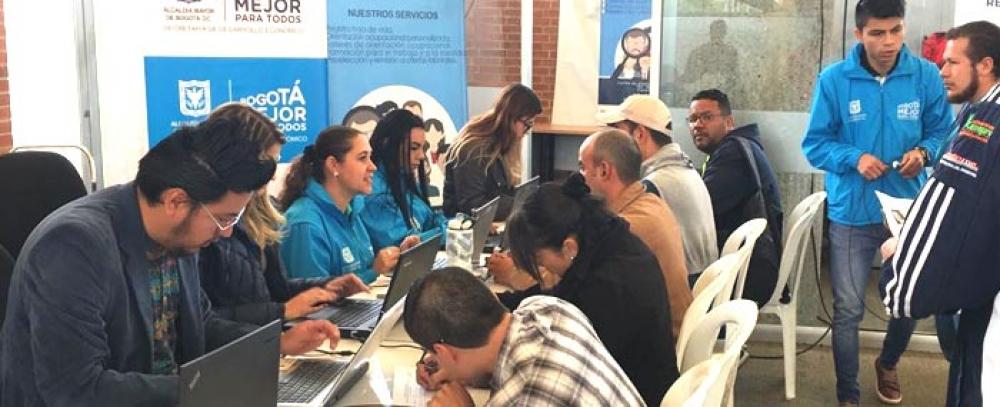 Distrito realiza II feria del empleo para vendedores informales dentro de TransMilenio