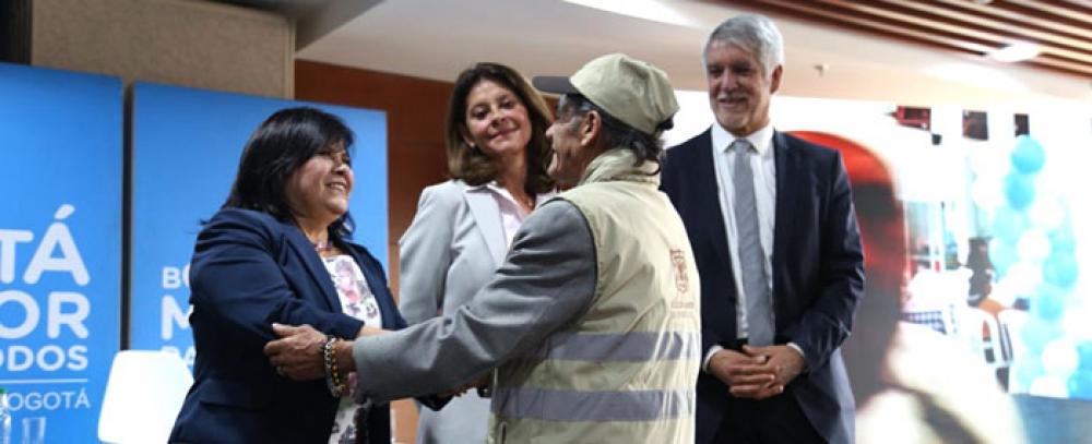 Alcaldia-de-Bogota-entrega-modulos-de-la-nueva-alternativa-mobiliario-Semi-estacionario