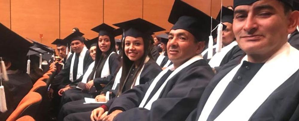 Alcaldía Mayor gradúa a 245 vendedores de la economía informal en diferentes artes y oficios