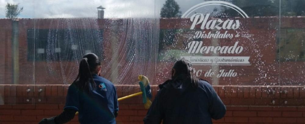 Continúan jornadas de limpieza y desinfección en Plazas Distritales de Mercado