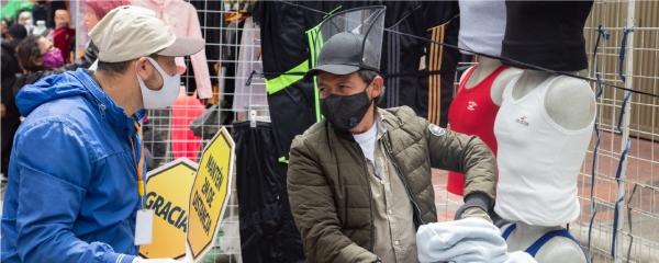 Vendedores informales deben acatar aislamiento preventivo en Bogotá